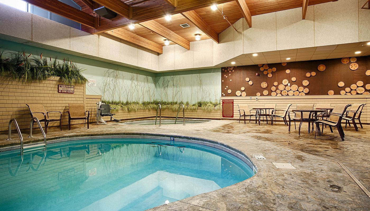 Indoor Heated Pool & Spa - The Lodge on Lake Detroit