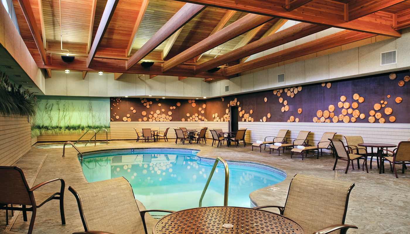 Heated Indoor Pool - The Lodge on Lake Detroit