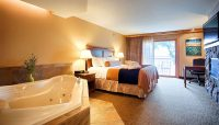 Retreat Suite with Two Person Therapeutic Aroma-Therapy Whirlpool