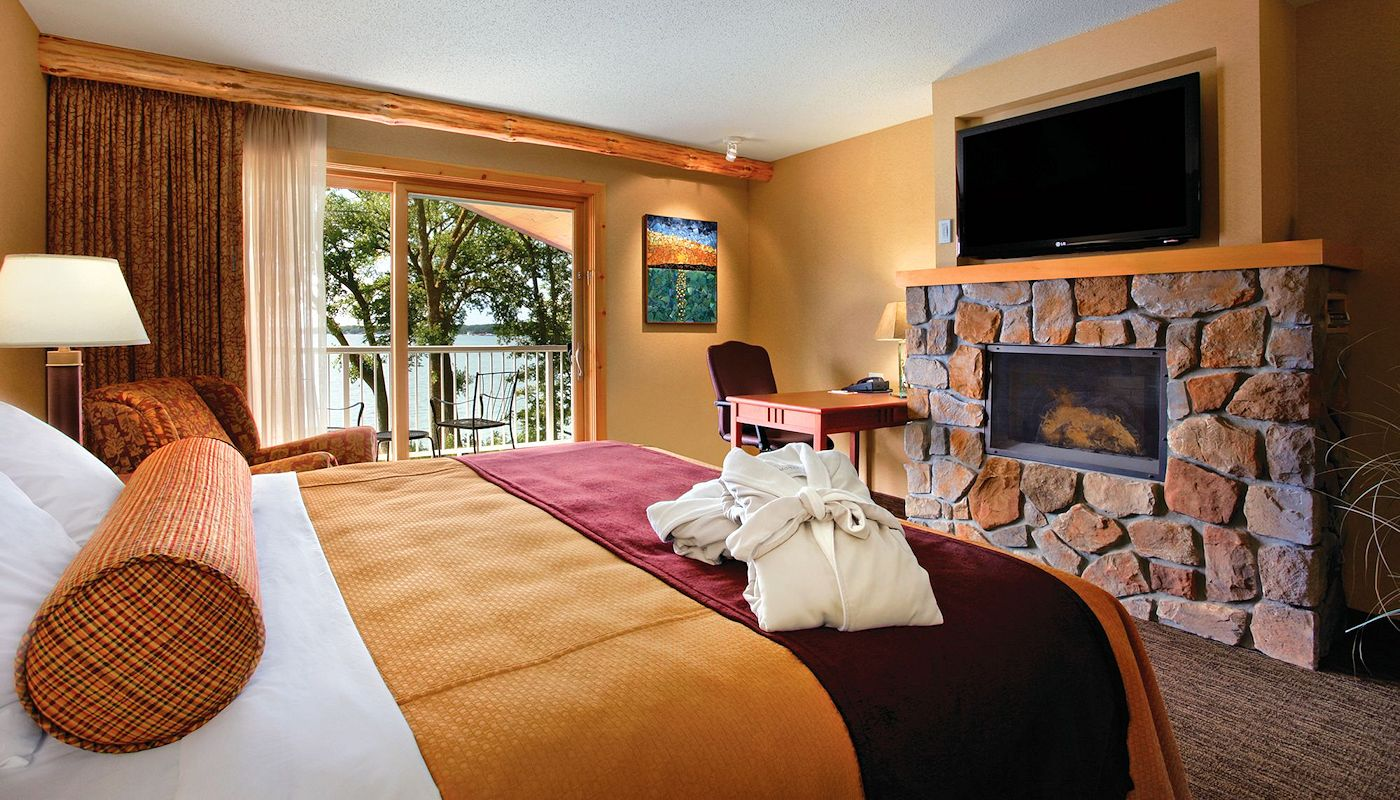 Renewal Spa Suite - The Lodge on Lake Detroit