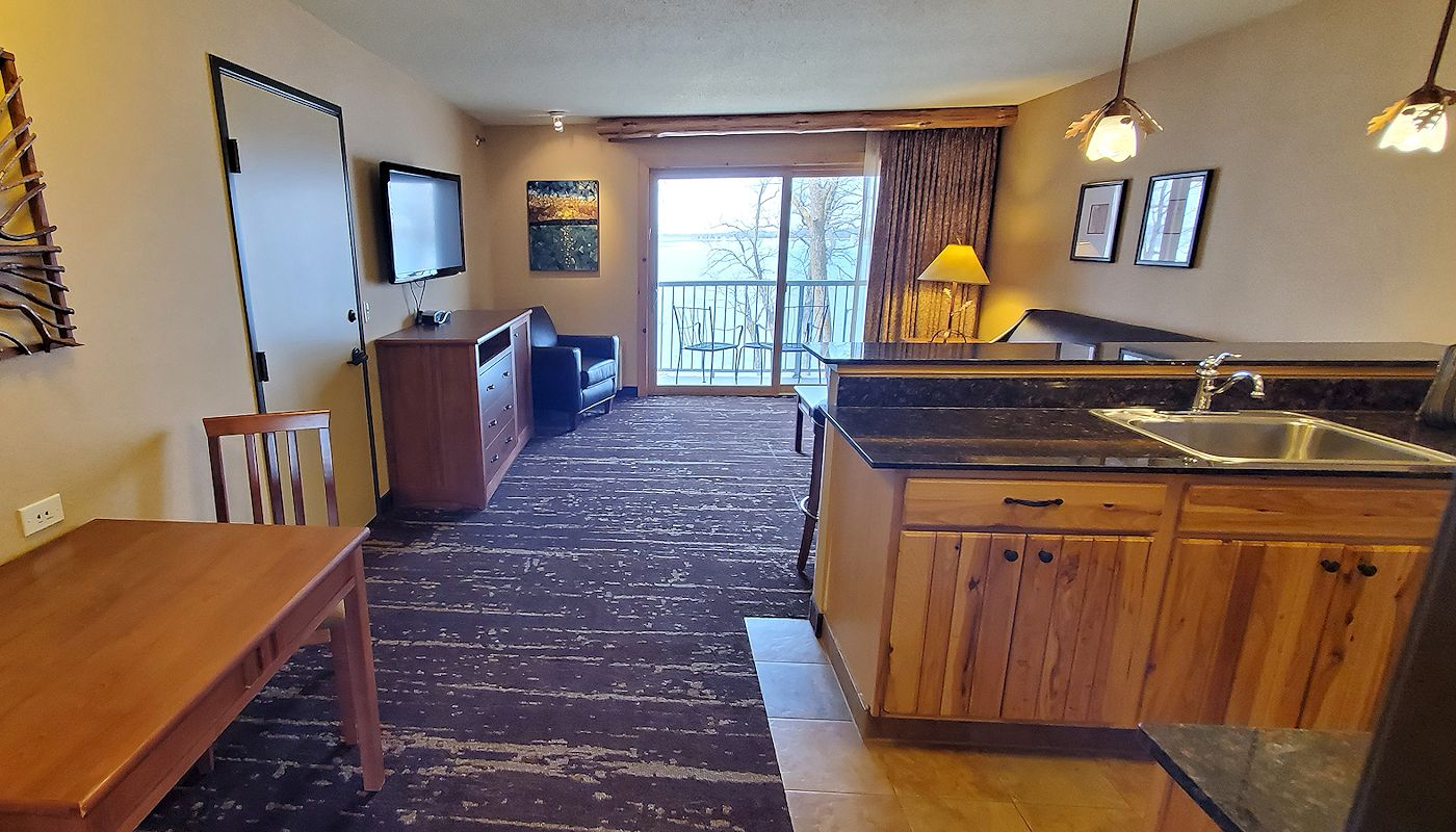 Two Bedroom Family Suite - The Lodge on Lake Detroit