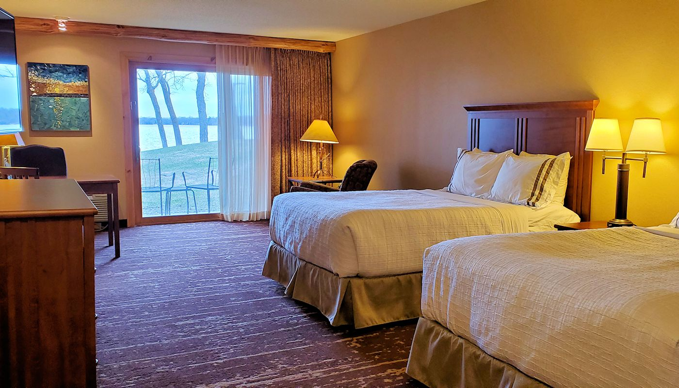 2 Queen Resort Room Accessible - The Lodge on Lake Detroit