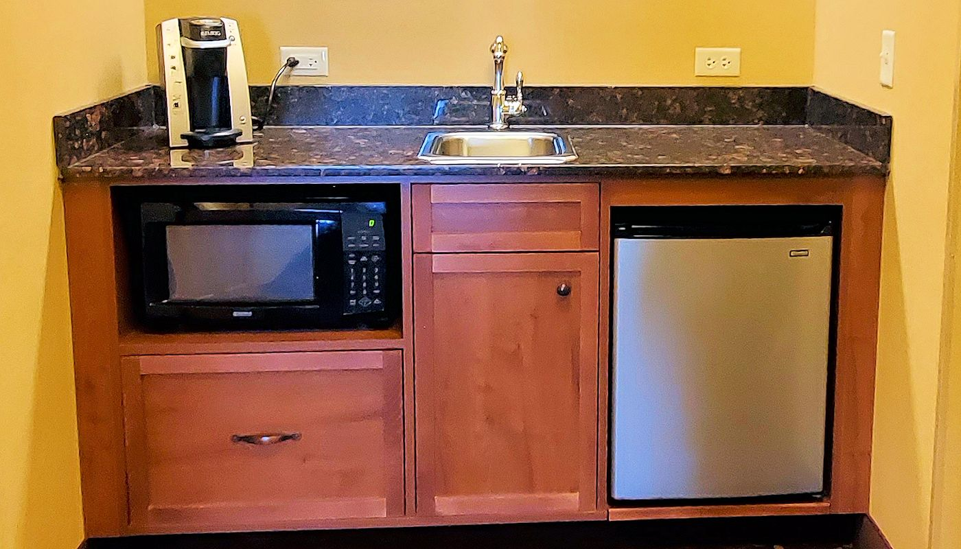 Wet Bar with Microwave, Fridge, Coffeemaker & Sink - The Lodge on Lake Detroit