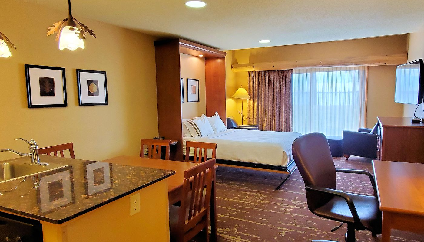 Detroit Lakes Minnesota Hotel: Queen Retreat Rooms