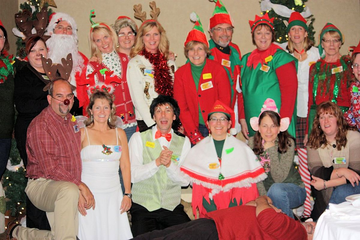 Ho-Ho Homicide Murder Mystery - Murder Mystery at The Lodge on Lake Detroit