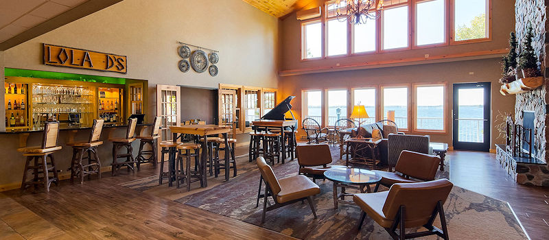 The Lodge on Lake Detroit - Beautiful Lakefront Great Room